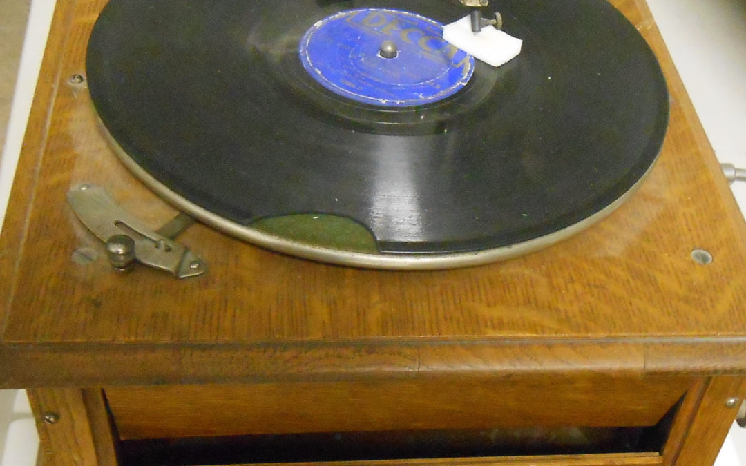 1915 Portable Turntable